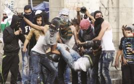 """צעירים פלסטינים בעימותים עם כוחות צה""""ל"""