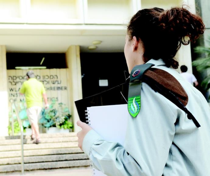 קצינת קבע באוניברסיטה