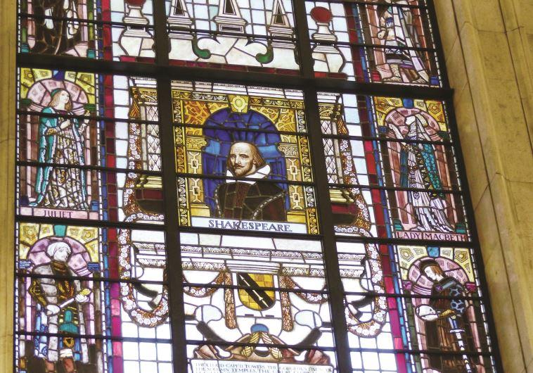 דמותו של שייקספיר בספריה במנצ'סטר. צילום: תלמה אדמון