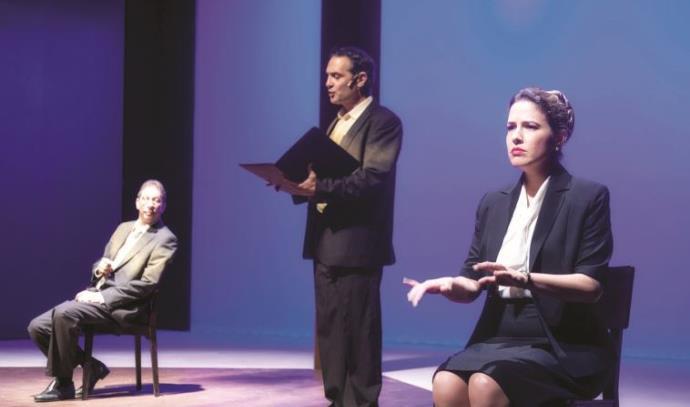 """איילת רובינסון בהצגה """"עשר דקות מהבית"""" , תרבות"""