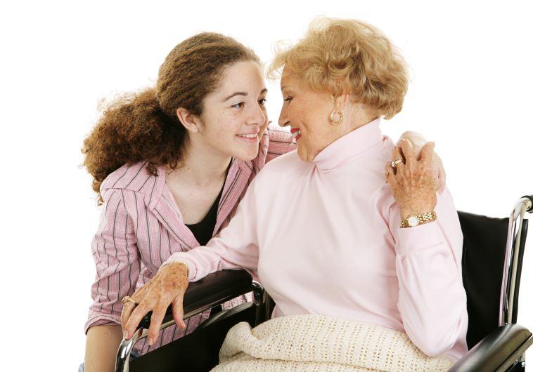 מבקרים את הקשישים