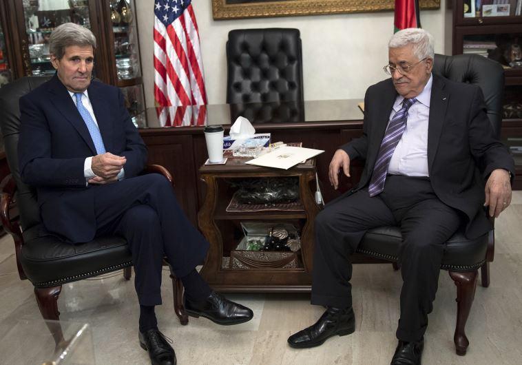 """קרי עם אבו מאזן. """"הפלסטינים עשו עבודה נהדרת"""". צילום: רויטרס"""