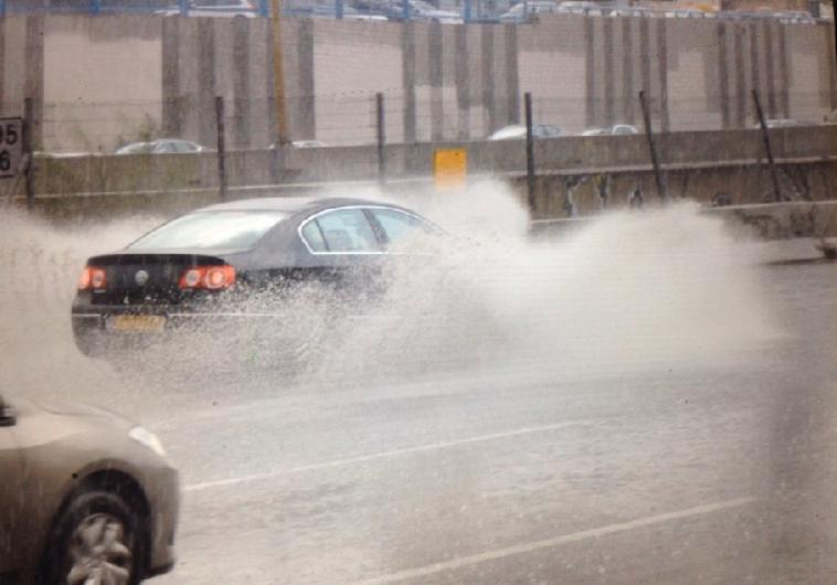 גשם, תל אביב