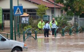 מפנים גני ילדים בשל סערה, גשם והצפות ברעננה