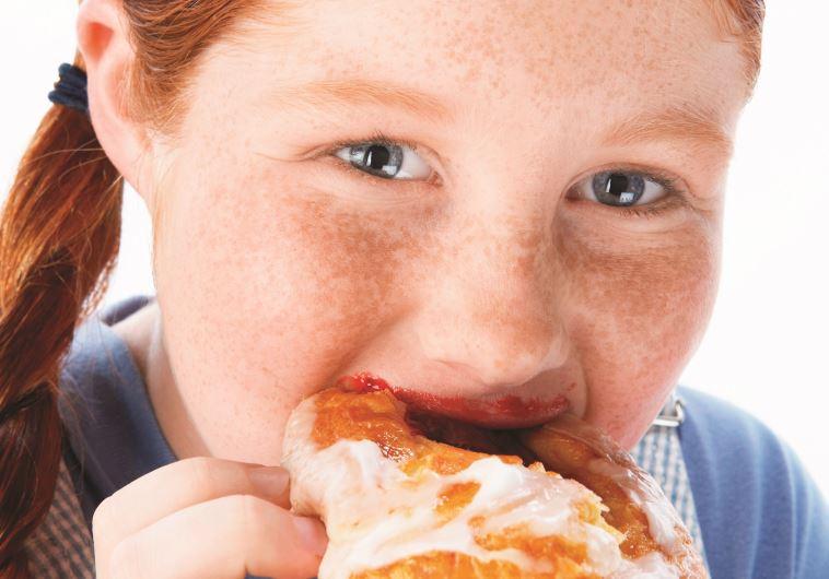 ילדה עם בעיית השמנה