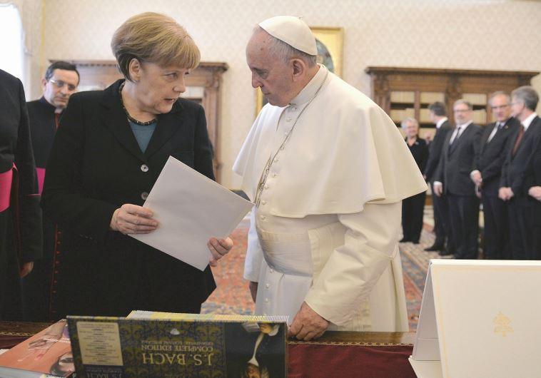 אנגלה מרקל והאפיפיור פרנציסקוס