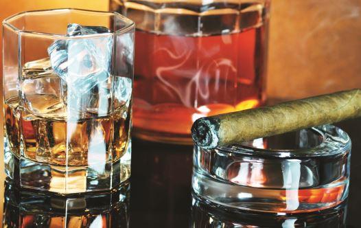 וויסקי, סיגר (צילום: ingimage ASAP)