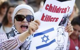 מפגינה בשבדיה נגד ישראל