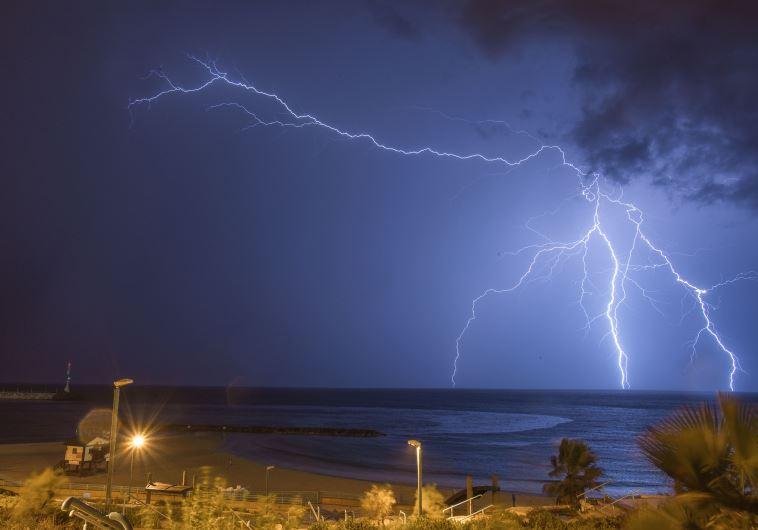 ברקים באשקלון, מזג אוויר