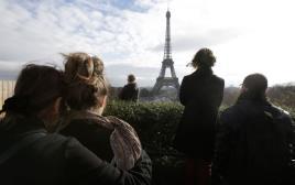 דקה דומיה בפריז, פריז