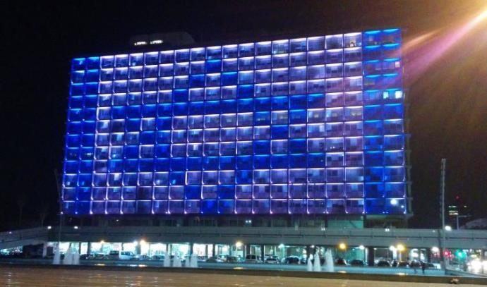 דגל ישראל על בניין עיריית תל אביב, אחרי הפיגוע בעיר