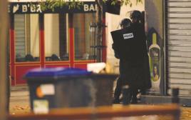 כוחות הביטחון הצרפתיים בפשיטה על סן דני, פריז