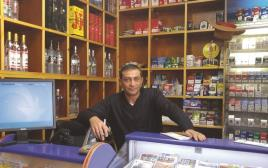 נחום ברוך בחנות הלוטו שלו