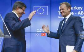 ראש הממשלה הטורקי אהמט דבוטאולו ונשיא המועצה האירופית דונלד טוסק