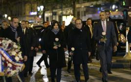 אובמה צועד עם הולנד והידאלגו לאנדרטה בבטקלאן