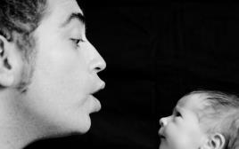 גבר עם בנו