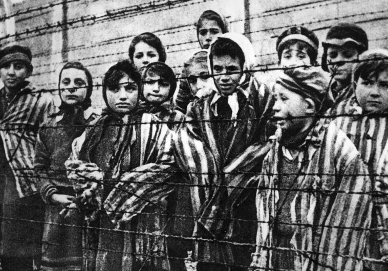יהודים באושוויץ. צילום: GETTI IMAGES