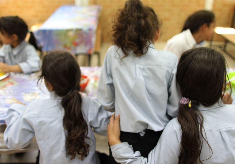 ילדות מתחת לקו העוני מקבלות אוכל
