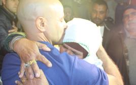 המפגש הראשון בין האסיר המשוחרר עודה טראבין לאמו