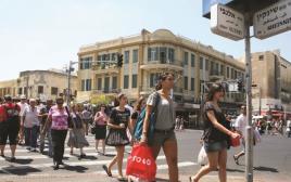 הולכי רגל בתל אביב