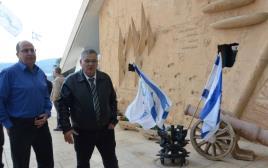 משה יעלון עם ראש עיריית מגדל העמק אלי ברדה