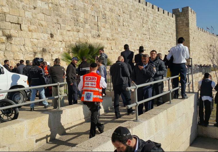 זירת הפיגוע בשער יפו בירושלים. צילום: אורי דייויס - דוברות איחוד הצלה