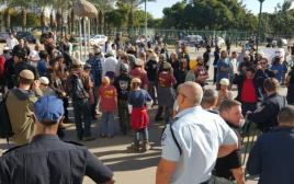 המפגינים בעד עצורי דומא מחוץ לבית משפט השלום