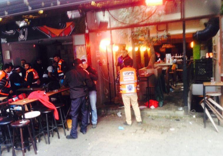 """הפאב בו אירע הירי ברחוב דיזנגוף בת""""א  .צילום: אבשלום ששוני"""