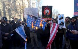מפגינים שיעים מול שגרירות סעודיה בטהראן מוחים על הוצאתו להורג של אל-נימאר, 3.1.16