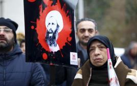 מפגינים שיעים מול שגרירות סעודיה באיסטנבול מוחים על הוצאתו להורג של אל-נימאר, 3.1.16