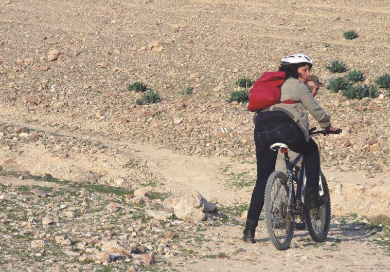 טיול אופניים, כפר הנוקדים. צילום: מיטל שרעבי
