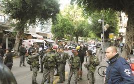 שוטרים בלב תל אביב לאחר הפיגוע