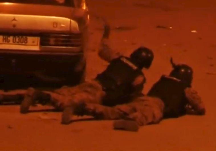 כוחות הביטחון בזירת הפיגוע בבורקינה פאסו. צילום: רויטרס