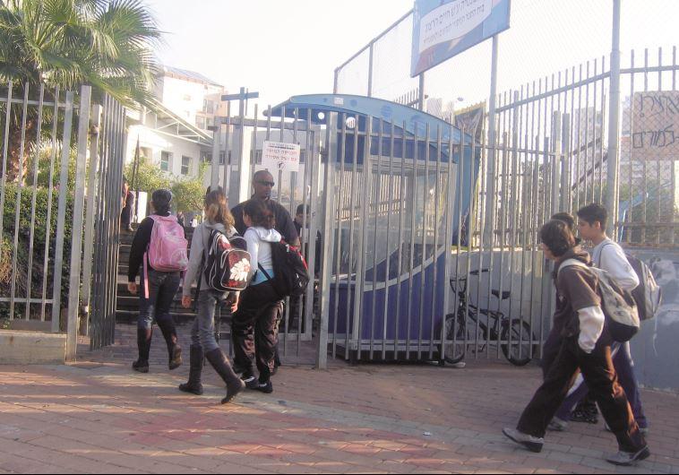 שער בית ספר. צילום: אלוני מור