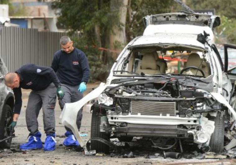 רכבו של כהן לאחר ניסיון החיסול. צילום: פלאש 90
