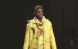 פליט אפריקאי בתצוגת אופנה בפירנצה