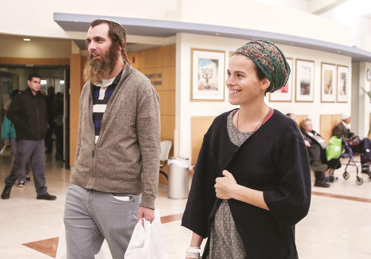 שיבי פרומן יוצאת מבית החולים