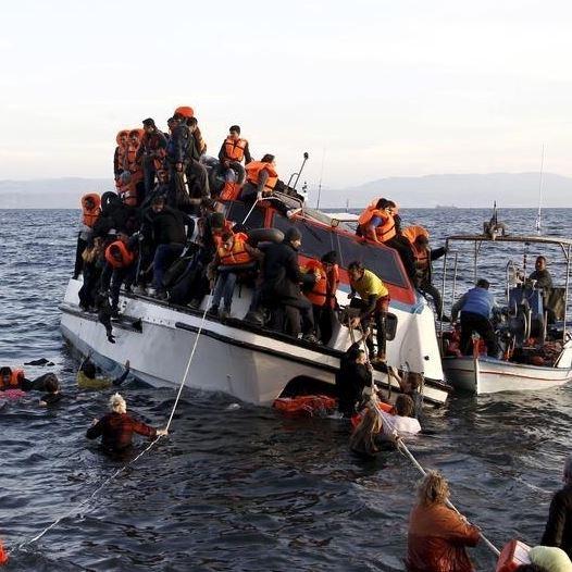 חילוץ פליטים ליד חופי יוון, צילום: רויטרס