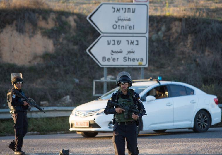 צומת הכניסה לעתניאל אחרי הפיגוע. צילום: פלאש 90