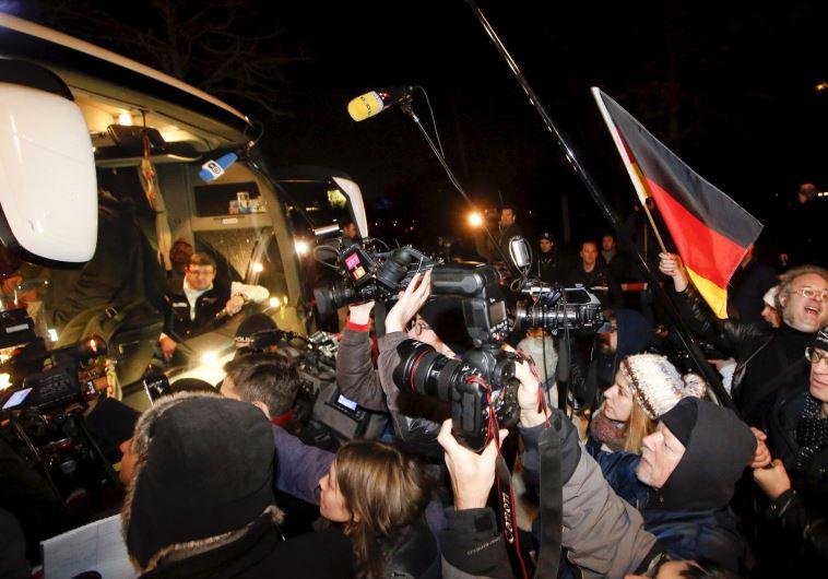 הפגנה נגד מדיניות הדלת הפתוחה של מרקל, ארכיון. צילום: רויטרס