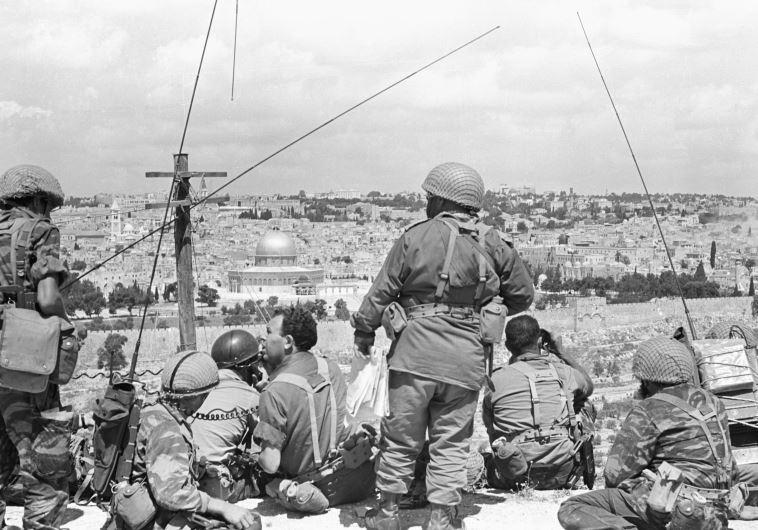 צנחנים צופים על העיר העתיקה, מלחמת ששת הימים
