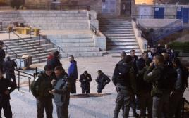 כוחות הביטחון בזירת הפיגוע ליד שער שכם
