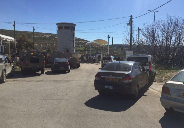 """זירת פיגוע הירי במחסום ליד בית אל. צילום: רבש""""צ בית אל רפי אלוש"""