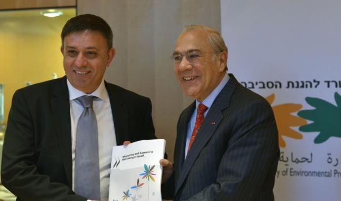 השר לאיכות הסביבה ונציג ה-OECD