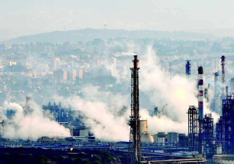 אזור המפעלים בחיפה. צילום: שי לוי