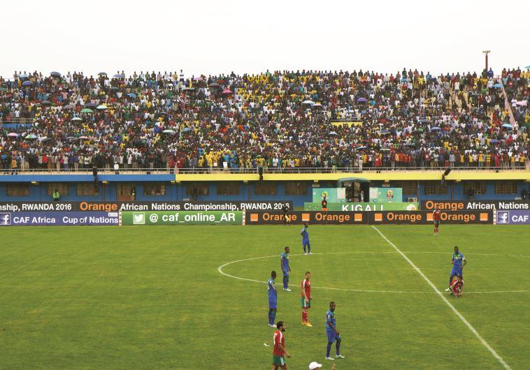הזדמנות לאליטה להיפגש ולעשות עסקי, משחק מרוקו רואנדה.צילום: דנה סומברג