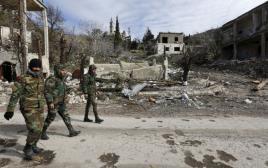 חיילים מצבא אסד בעיירה סמוכה לעיר חאלב