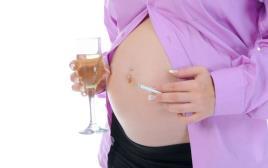 אשה בהריון מעשנת