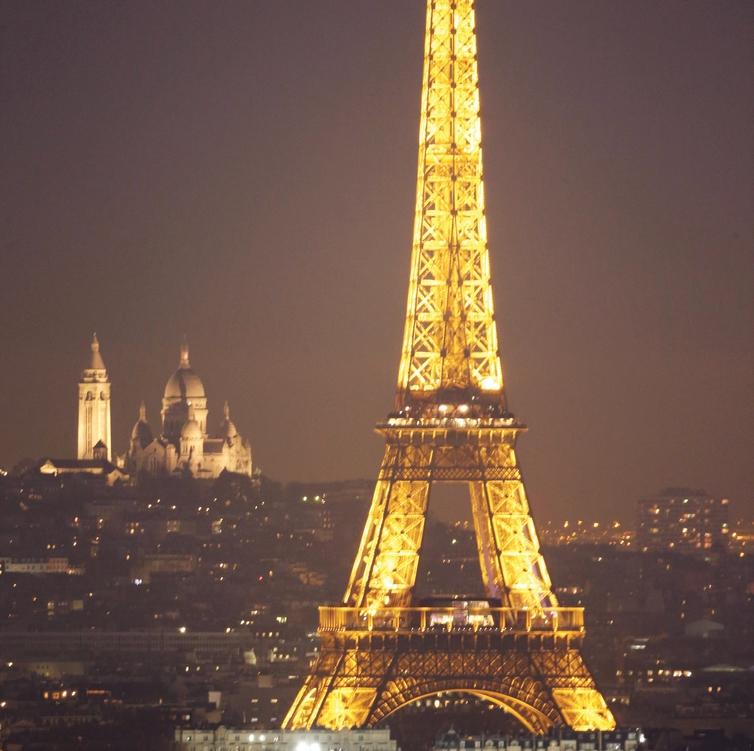 מפגן תאורה מבהיק. מגדל האייפל בלילה. צילום: רויטרס