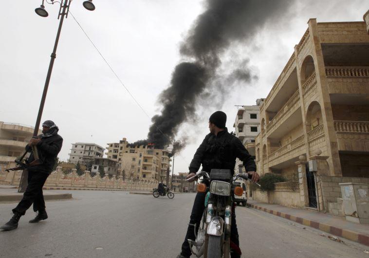 הפגזת כוחות המשטר הסורי בעיר א-ראקה. צילום: רויטרס